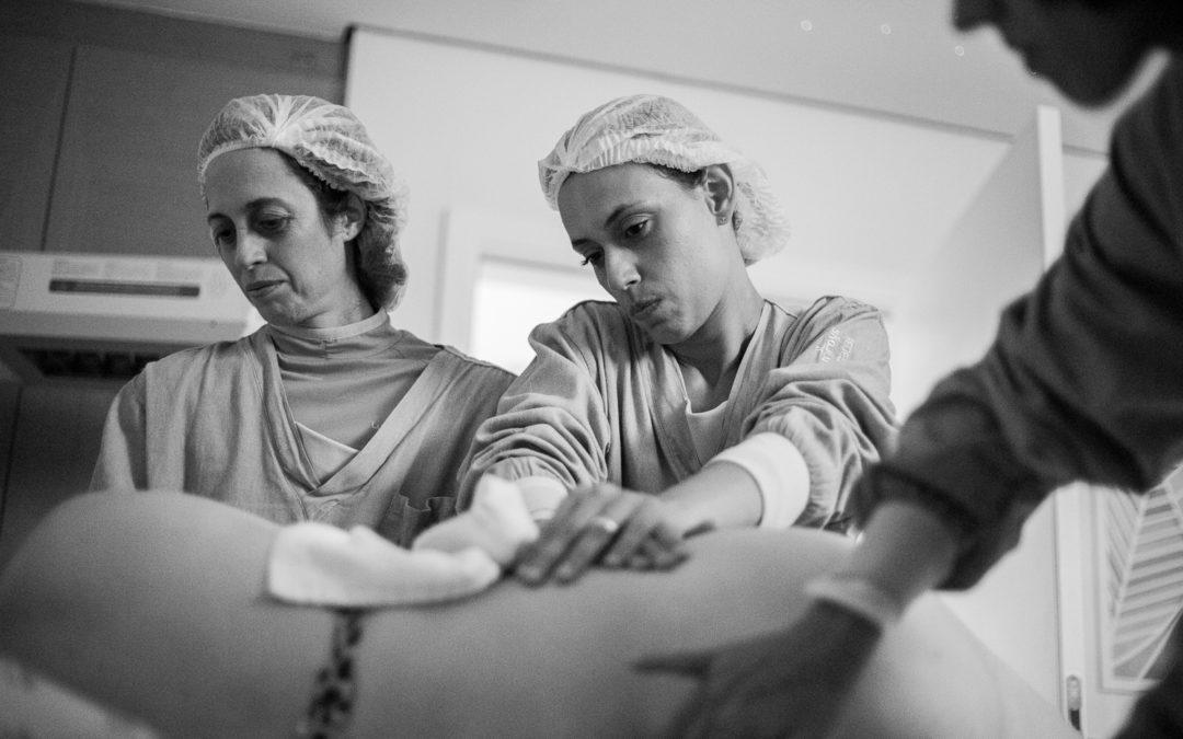 Por quê buscar um médico que atua com parteiras?